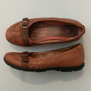 Clarks unstructured flats